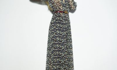 Es largo, de estampado floral y perfecto para ser combinado con botas altas. Foto: Ig Victoria Beckham.