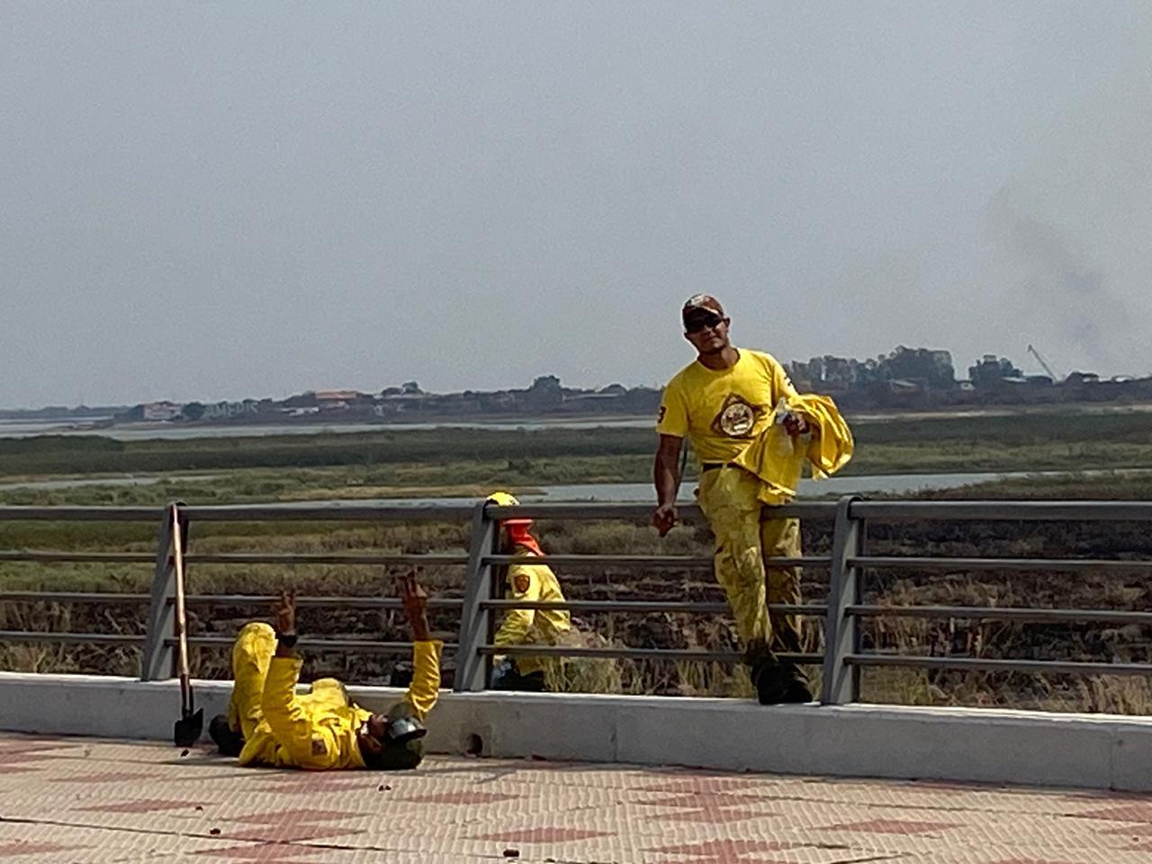 Bomberos Voluntarios de todo Central acudieron al llamado. Foto: Gentileza