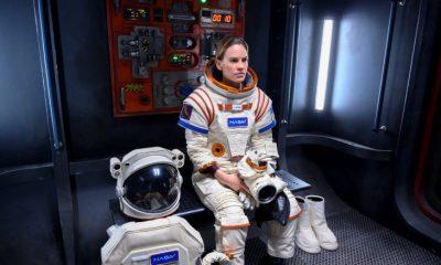 Hilary Swank regresar a las cámaras para rodar la serie de Netflix, Away. Fuente: Netflix.