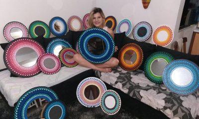 Jess Jiménez con varios de sus trabajos. Foto: Jess Jiménez