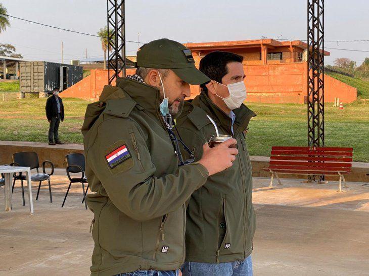Mario Abdo, presidente de la Repúbica acompañado del ministro Federico González, titular del Consejo de Defensa Nacional (Codena). Foto DigitalMisiones.