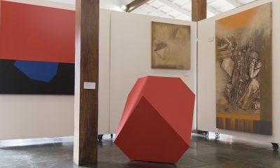Una vista de sala. Obras de Silvio Alder y Félix Toranzos. © Laura Mandelik