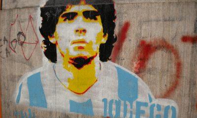 El pintor Aziz Al-Asmar representó la figura de Diego Maradona en un muro de una vivienda destruida al noroeste de Siria. Foto: commons.wikimedia.org.
