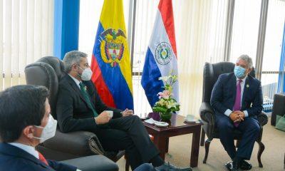 Mario Abdo Benítez dialogó con el presidente de Colombia Iván Duque en La Paz. Foto: Presidencia
