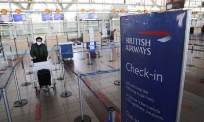 Autoridades realizan controles sanitarios a pasajeros que vuelven a Chile desde el exterior. Foto: Infobae.