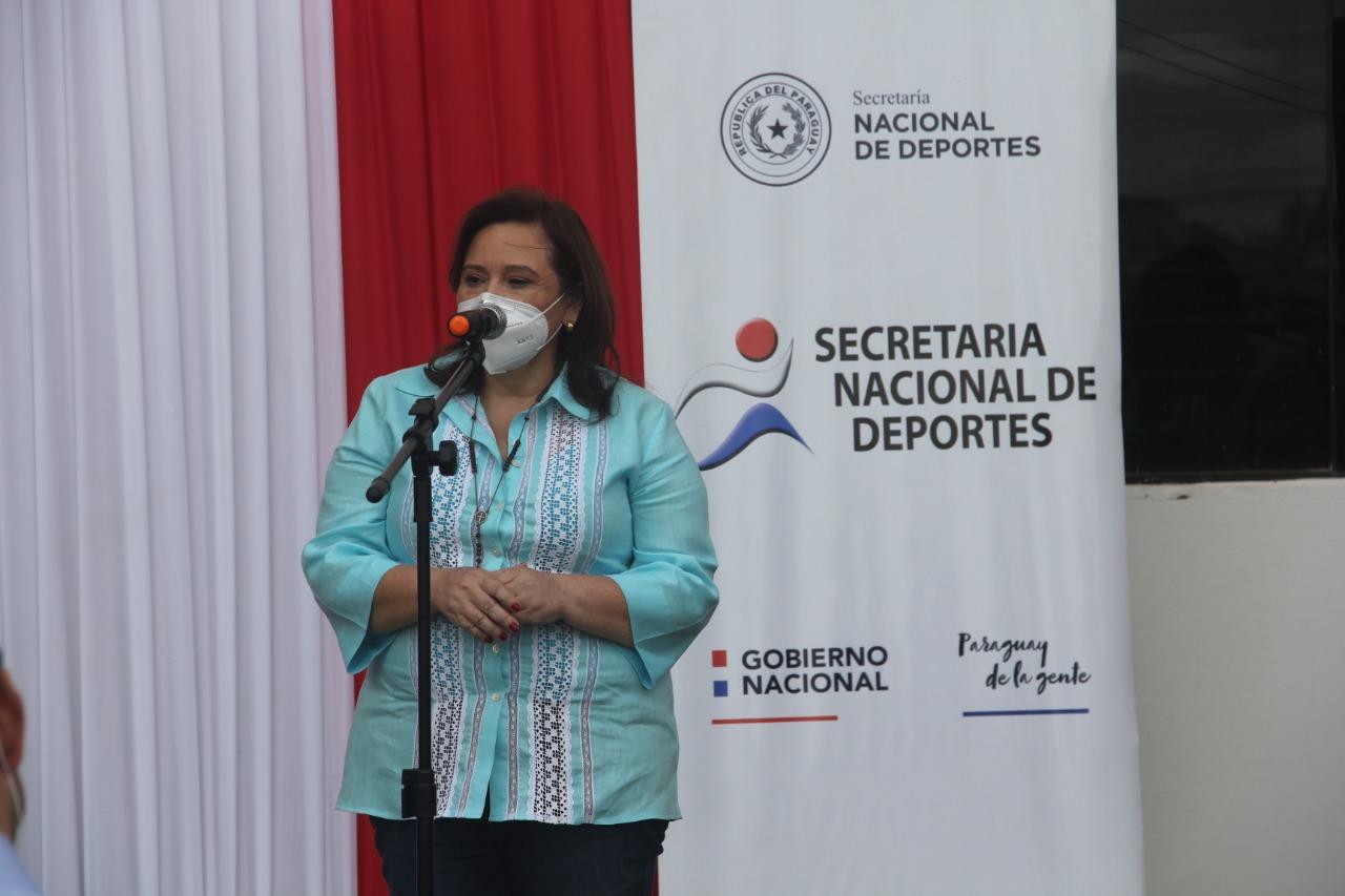 El acto tuvo lugar en la entrada principal del estadio Ovetenses Unidos, cuyas obras fueron adjudicadas a la empresa Estructura Ingeniería S.A. Foto: SND.