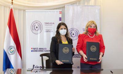 Firma de convenio con ambas ministras. Foto: Gentileza