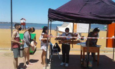 Las playas encarnacenas reciben visitantes con un protocolo modo Covid aprobado por Salud Pública. Foto: Gentileza.
