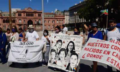 Myriam Villalba en la 40° Marcha de la Resistencia en Buenos Aires, donde denunció al Estado paraguayo por la investigación de las muertes de su hija y su sobrina. Foto: Oscar Stumpfs