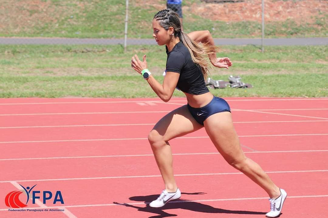 Fátima Amarilla es una de las atletas más sobresalientes del país. En la actualidad ostenta el primer lugar del ranking nacional en tres pruebas. Foto: FPA.