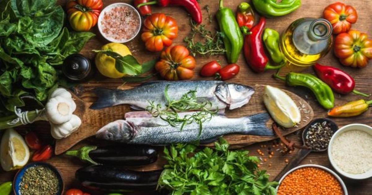 La buena combinación de grupos de alimentos, el uso de aceite de oliva y una buena ingesta de agua son factores determinantes de la dieta mediterránea
