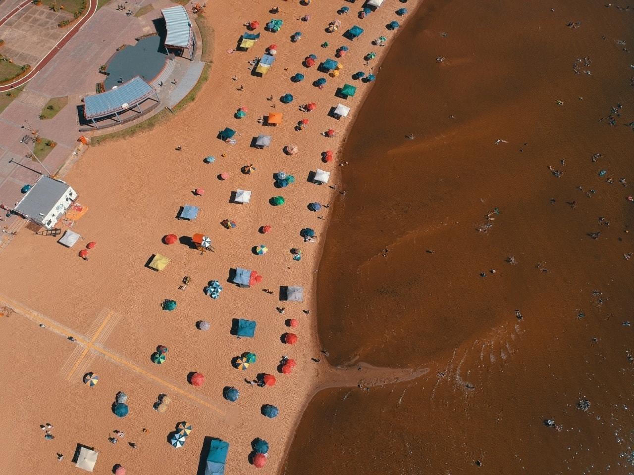 """Las """"burbujas sociales"""" de las playas encarnacenas, ahora en una plataforma web. Foto: Archivo"""