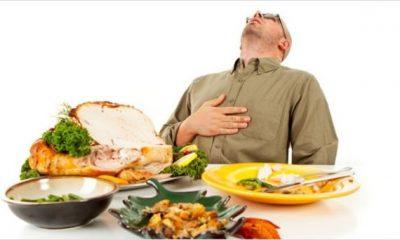 En aquellas reuniones donde abundan las comidas y bebidas es importante saber elegir que alimentos comer. Foto: Internet