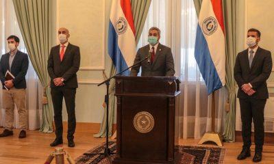El presidente Mario Abdo Benítez junto al ministro de Salud, Julio Mazzoleni. Foto: Archivo.