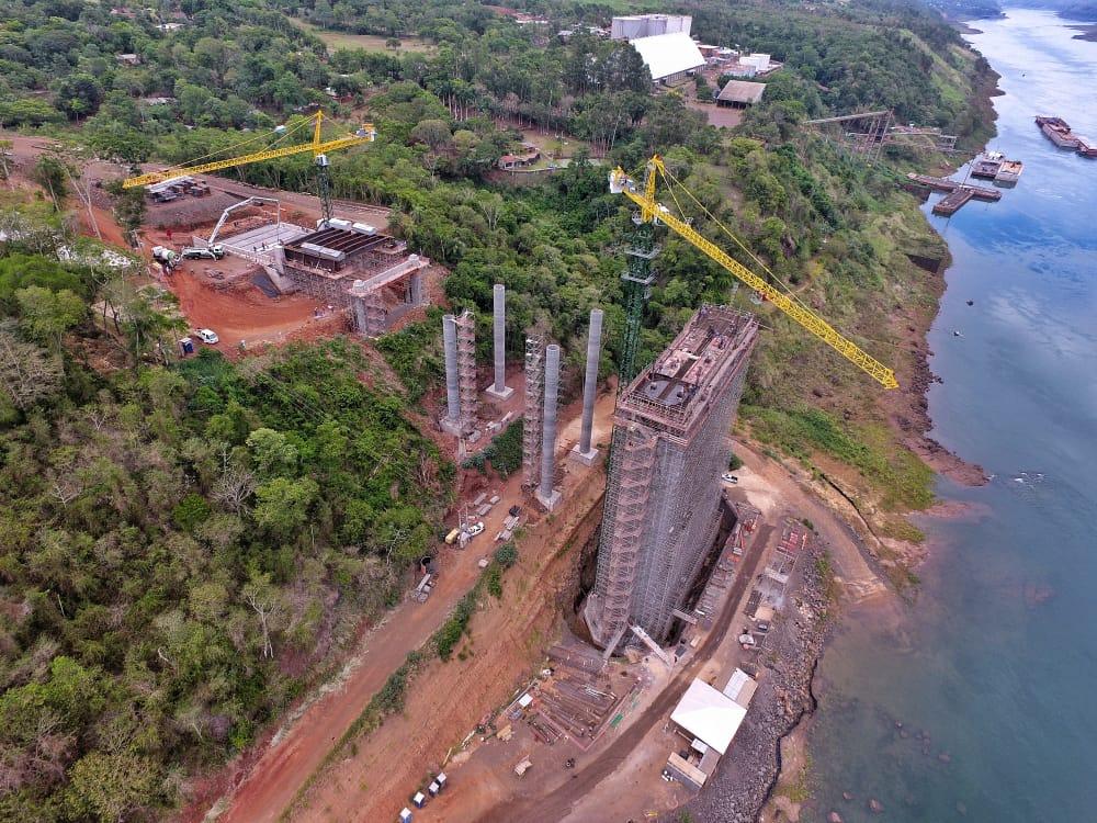Las obras del segundo puente con Foz de Iguazú en Alto Paraná están muy avanzadas. Foto: IP
