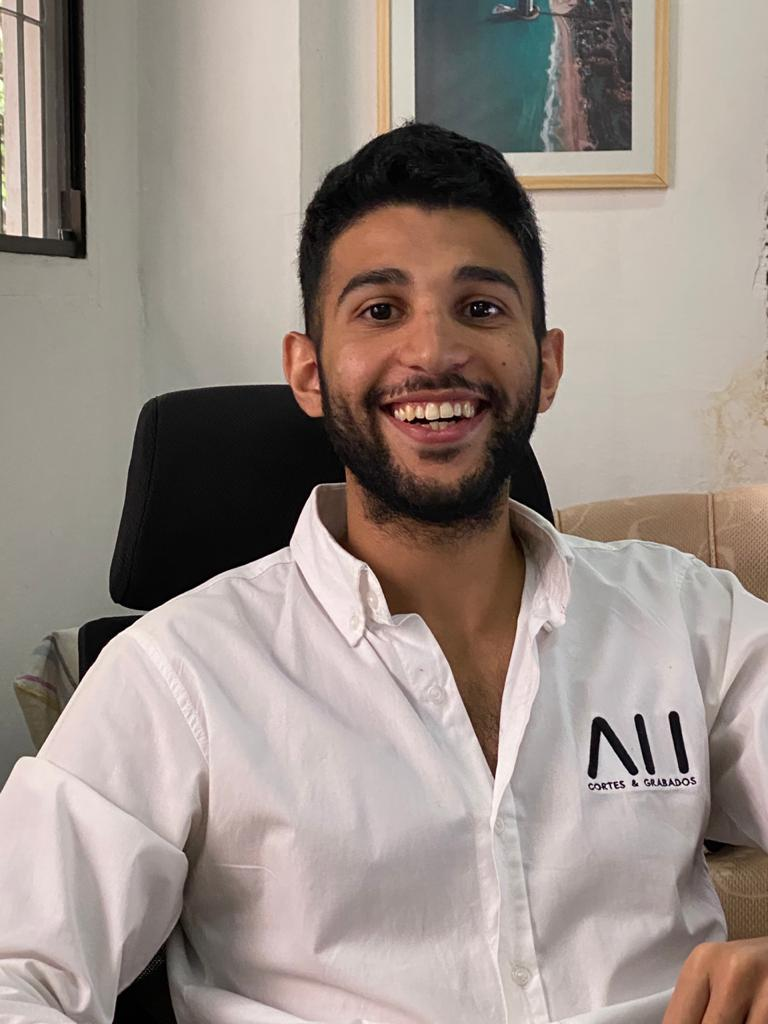 Ali Hamdan, director de AH Cortes y Grabados.