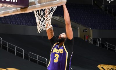 Davis disputó ante Denver un total de 14 minutos, tiempo en el que anotó 15 puntos, capturó cuatro rebotes y repartió una asistencia. Foto: @Lakers.
