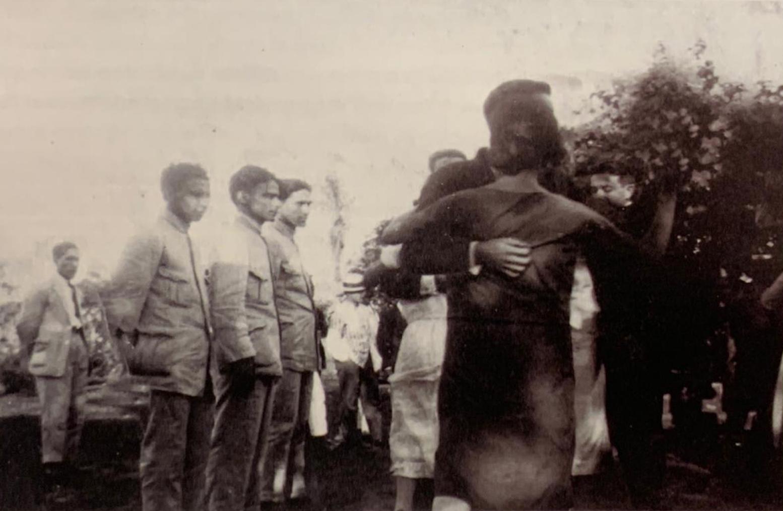 Herminio Giménez, Gómez Serrato y Flores. Baile en Punta Karapa, ca. 1920