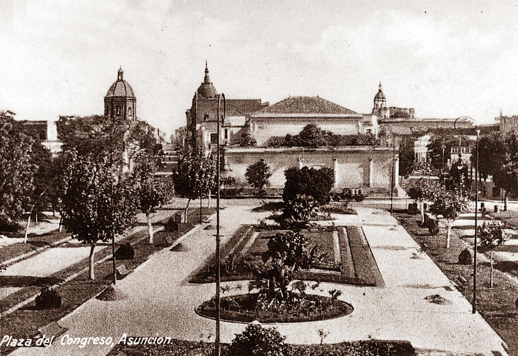 Jardines frente al actual Centro Cultural de la República El Cabildo