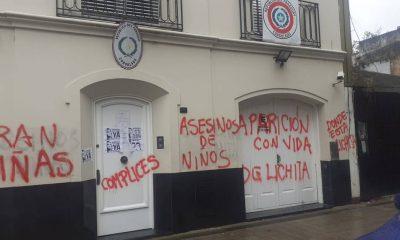 Estado en que quedó la fachada de la sede diplomática de nuestro país en Buenos Aires. Foto: Gentileza