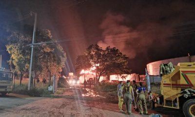La planta central de Petropar se incendio en la madrugada del domingo. Foto: Bomberos 132