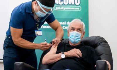 El presidente chileno Sebastián Piñera recibiendo una dosis de la vacuna china Sinovac, que Paraguay pudo haber comprado en diciembre. Foto: Twitter