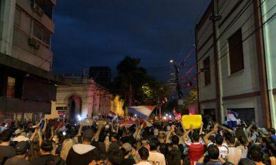 Manifestación se convirtió en verdadera batalla campal. Foto: Andrés Ovelar.