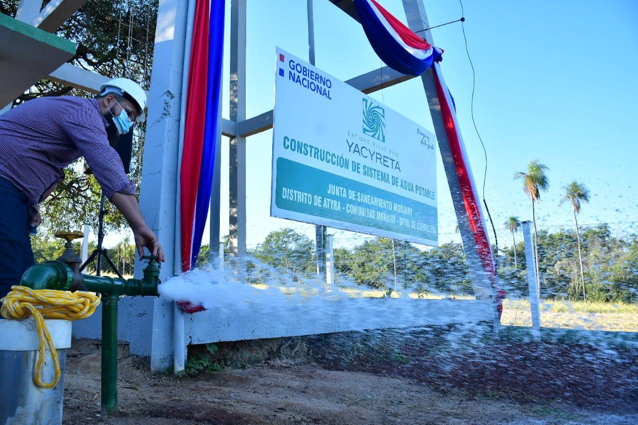 El presidente inaugura sistema de agua potable en Atyrá. Foto: EBY