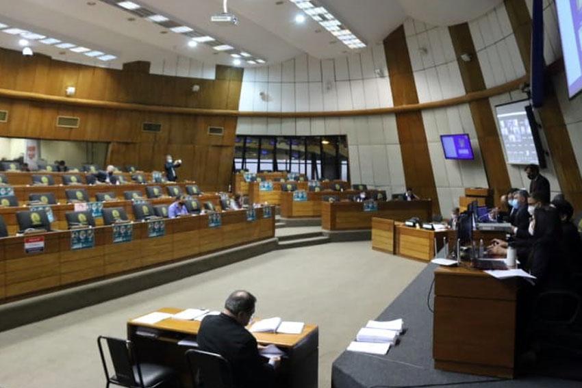 Diputados de varias bancadas acuerdan proyecto para anular aumentos salariales en el Senado. Foto: Diputados