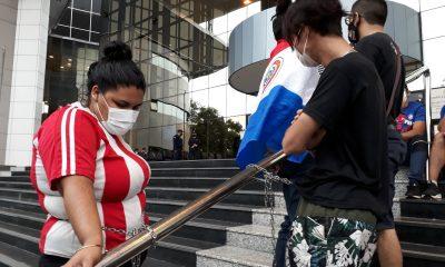 Así se encuentran los jóvenes frente al Congreso. Foto: Francisca Pereira.