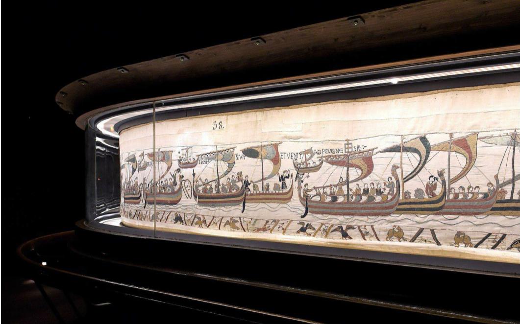 El legendario tapiz de 80 metros, desplegado en el Museo de Bayeux