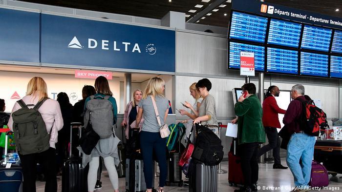 Las cuarentenas obligatorias y controladas son la opción que se está estudiando después de la suspensión de los vuelos. Foto: DW.