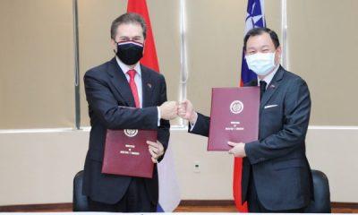 El ministro del MIC, Luis Castiglioni y el embajador de la República de China (Taiwán), José Han. Foto: MIC