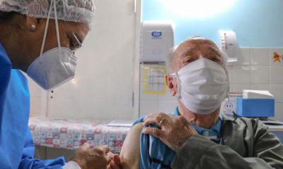 Hoy inicio la campaña de vacunación para adultos mayores. Foto:650AM