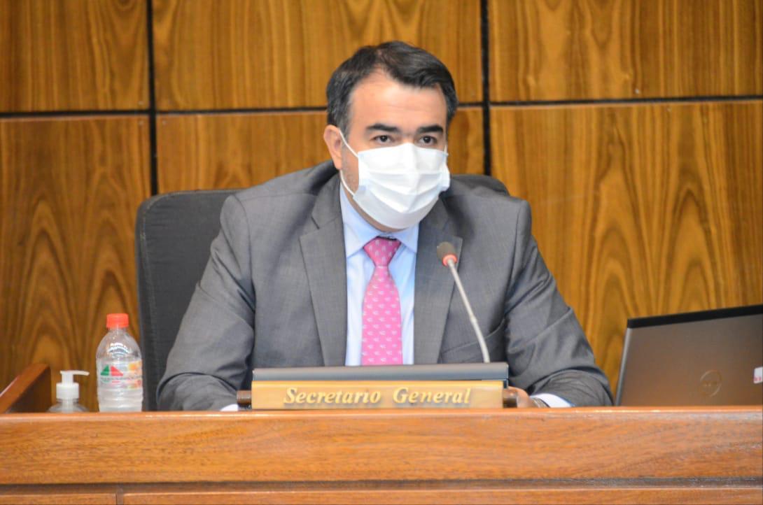Óscar Llamosas, ministro de Hacienda.