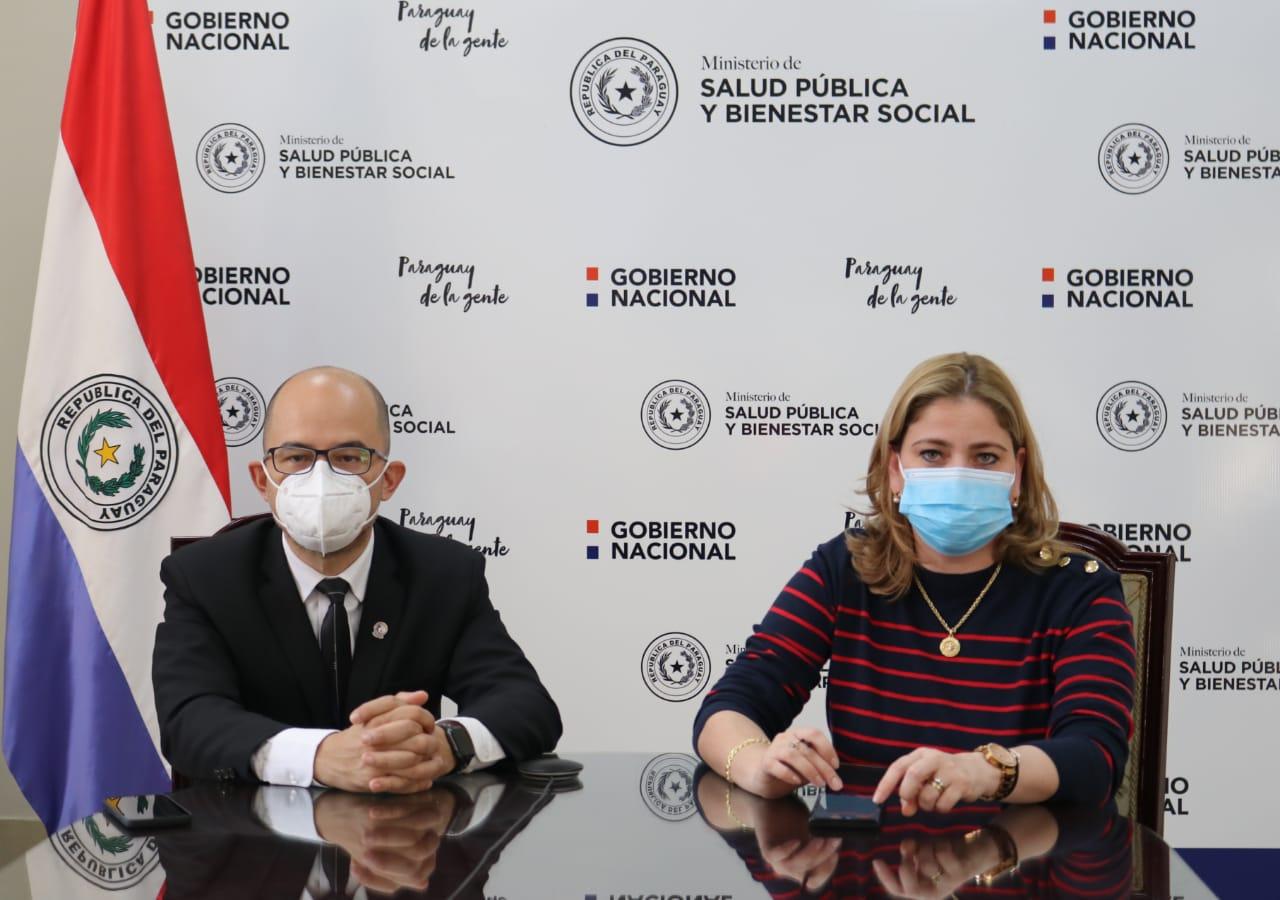 Héctor Castro, director del PAI y Leticia Pintos, directora de Servicios. Foto: Ministerio de Salud.