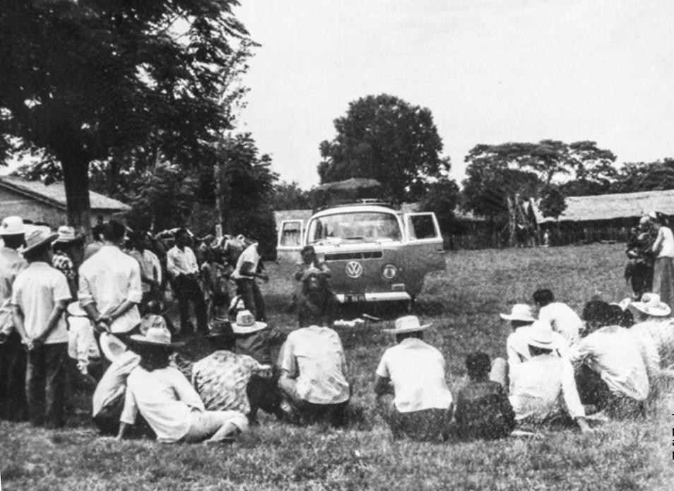La famosa Combi en la que Aty Ñe'ẽ hacía sus giras por el territorio nacional