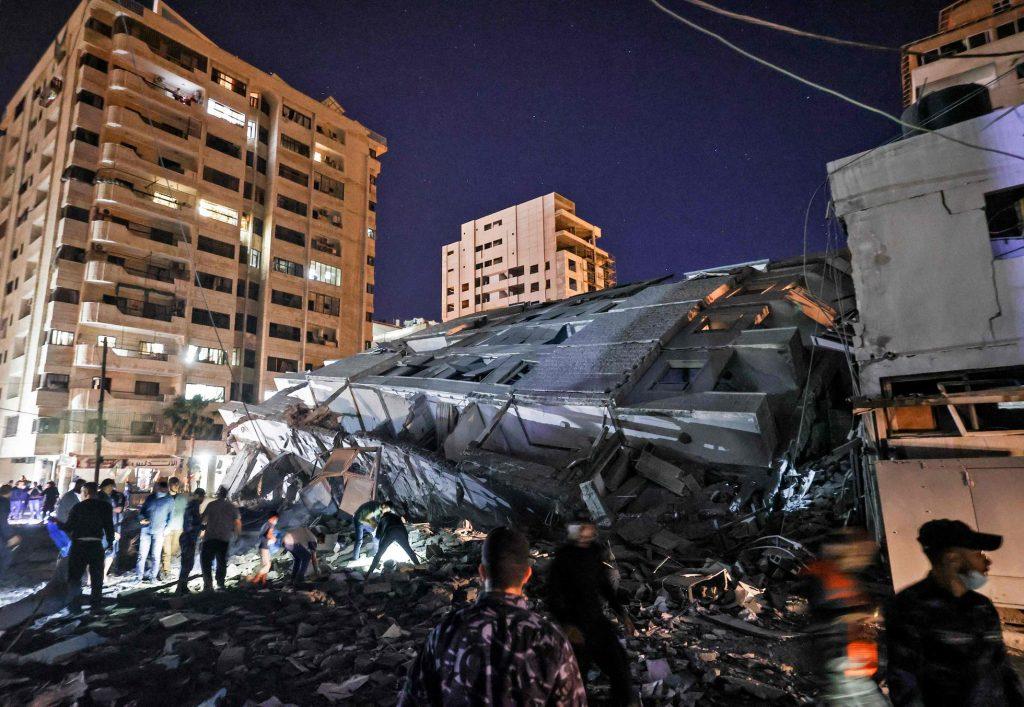 Un edificio derrumbado tras un ataque israelí en Gaza, este martes. Foto: El País.