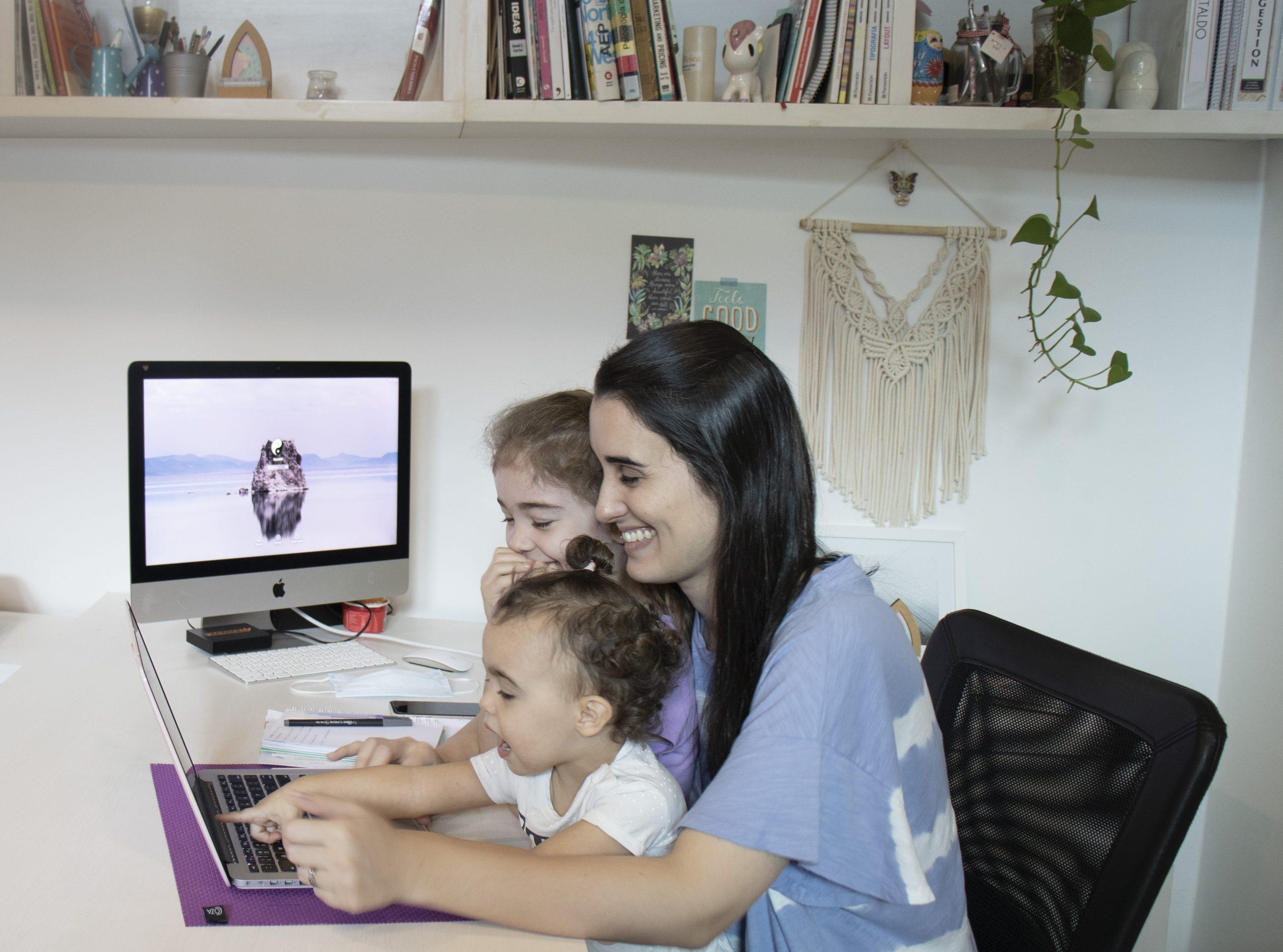 Sandra Cataldo una mujer profesional que es madre de familia y de marcas. Foto: Gentileza.
