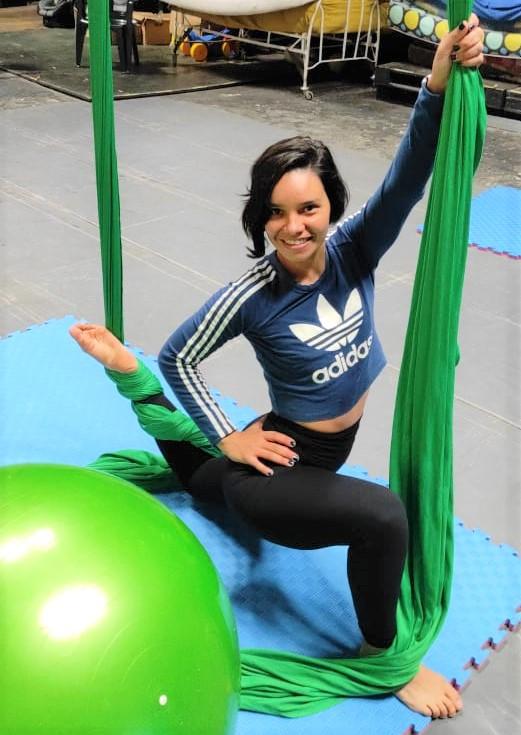 Angélica Gaona dice que la acrobacia aérea empodera, da fuerza y satisfacción. Foto: Gentileza.