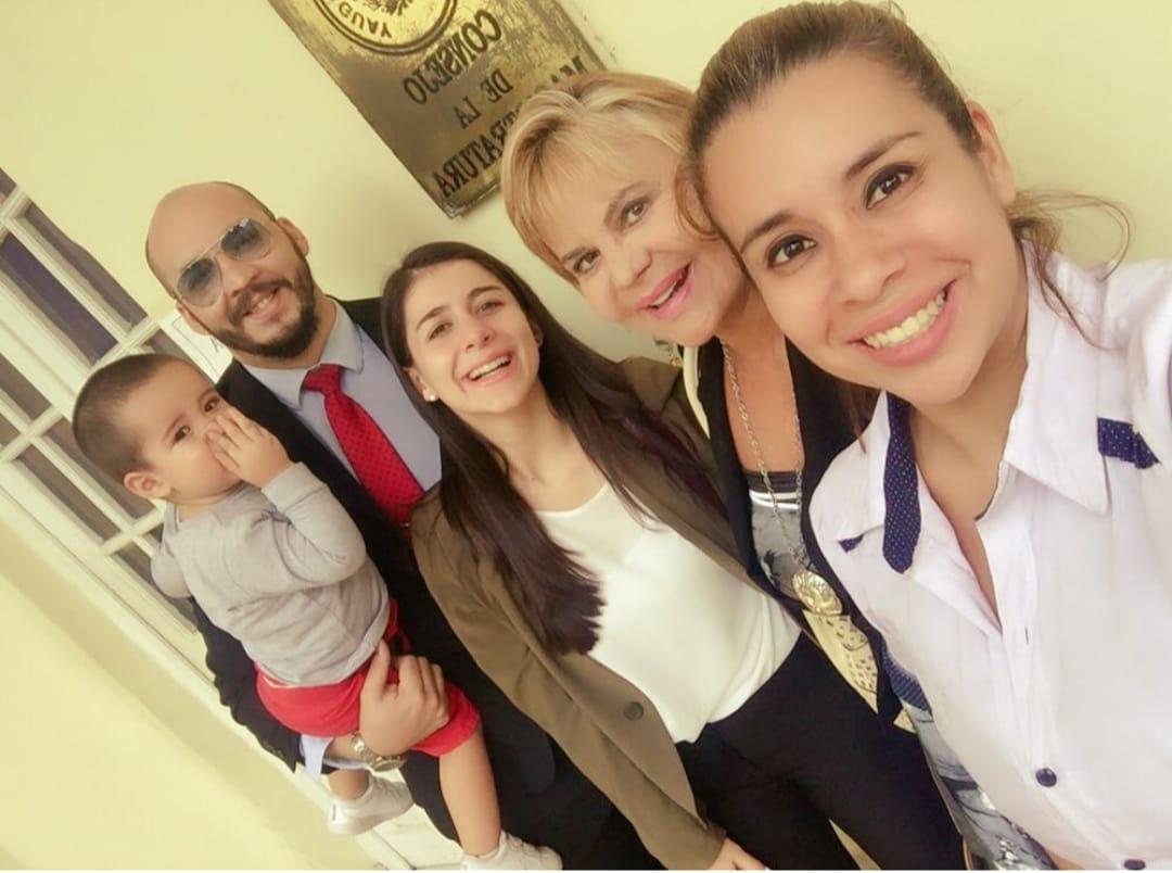 """""""Somos una familia de abogados, en donde yo soy la pionera en cuanto al Derecho, en Paraguay"""", dice Gilda. Foto: Gentileza. ."""