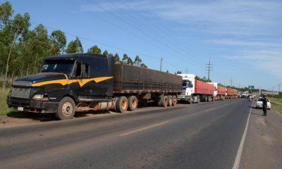 Camioneros en paro. Foto: Gentileza.