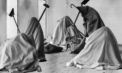"""Joseph Beuys, """"Me gusta América y a América le gusto yo"""", 1974"""