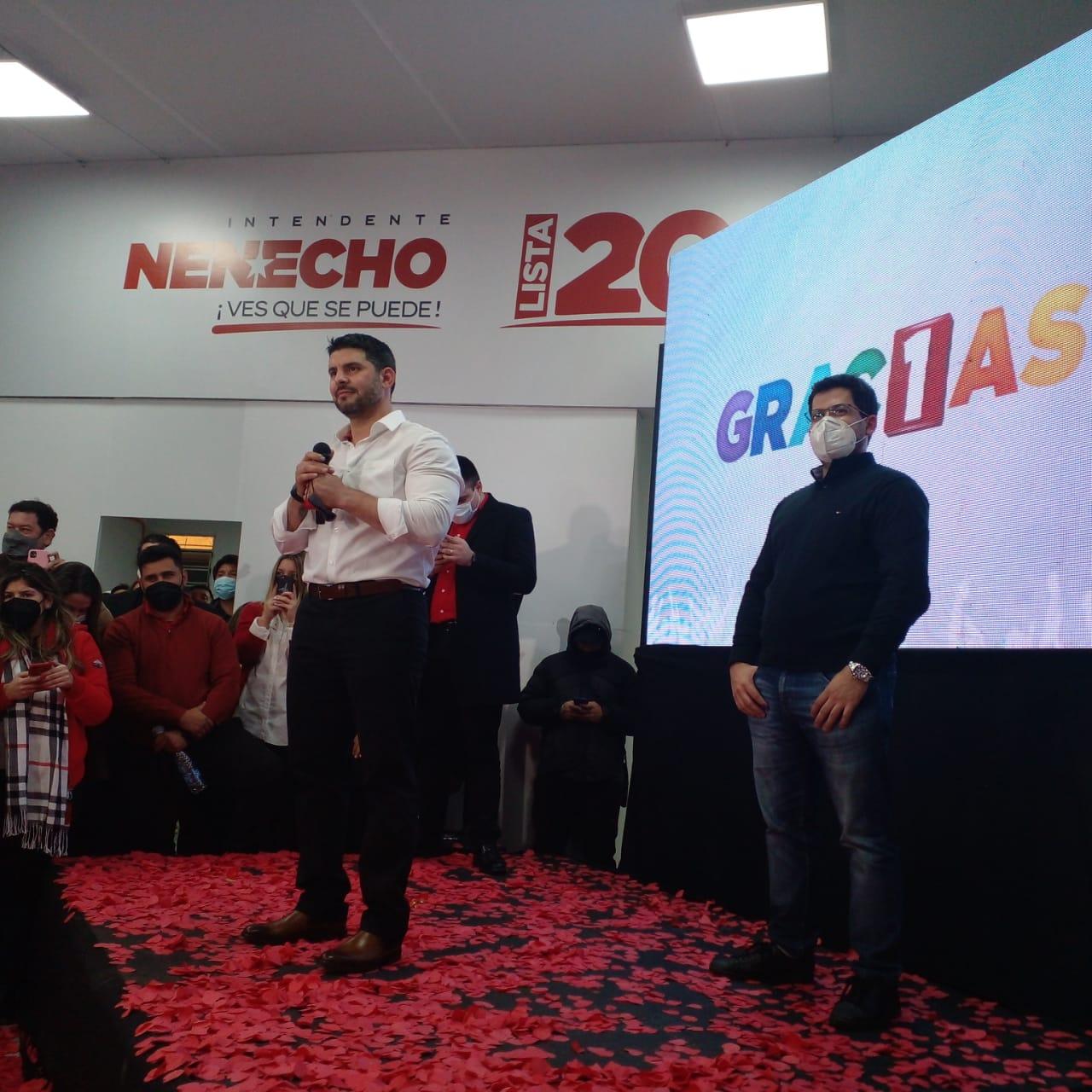 """Óscar """"Nenecho"""" Rodríguez habla a sus seguidores en su PC tras su victoria. Foto: 780 AM."""