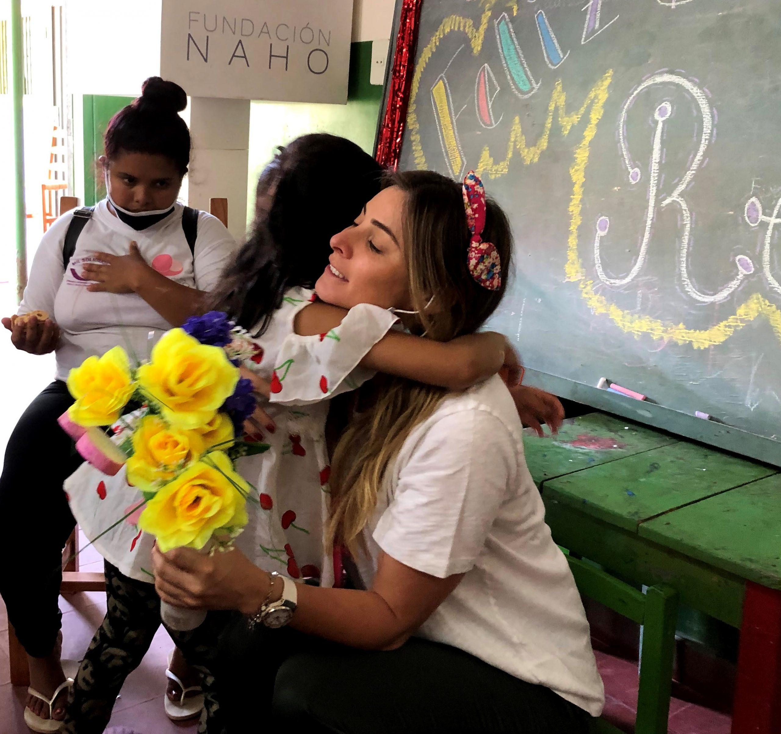 Rebeca Mendoza dice que aprende día a día en su labor con la Fundación Naho. Foto: Gentileza.