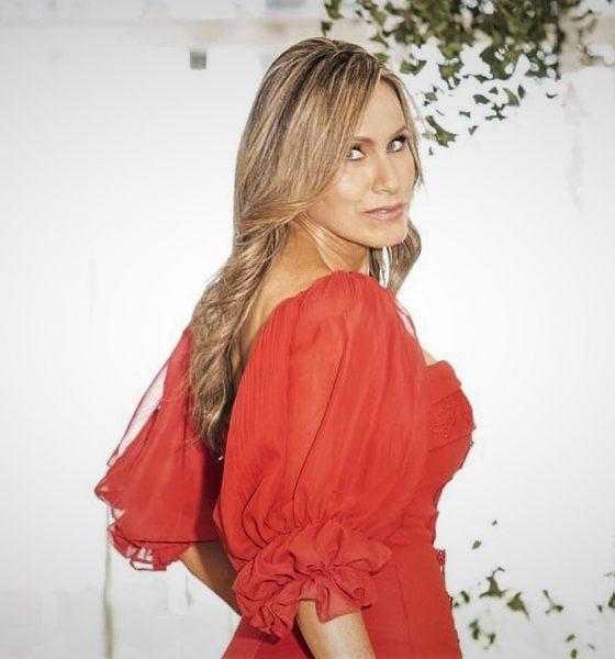 Soraya Bittar en rojo, en una de sus prendas de la colección Illusion. Foto: Gentileza.
