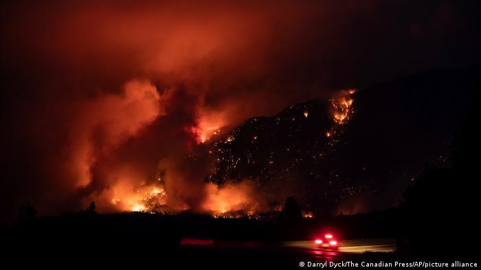 Más de 3.000 bomberos luchan actualmente contra los incendios en toda la provincia. Foto: Picture Aliance.