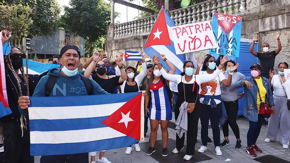 Las marchas iniciadas el domingo con un amplio arco de reclamos,se metieron de lleno en las agendas políticas de los países de la región. Foto: Télam.