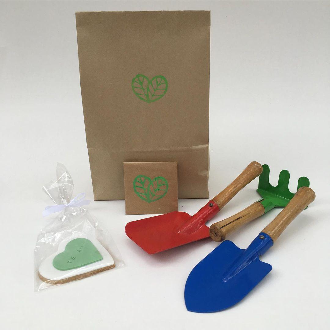 Kit con compost + herramientas + semillas + cookies. Foto: Ama tu huerta Gentileza.
