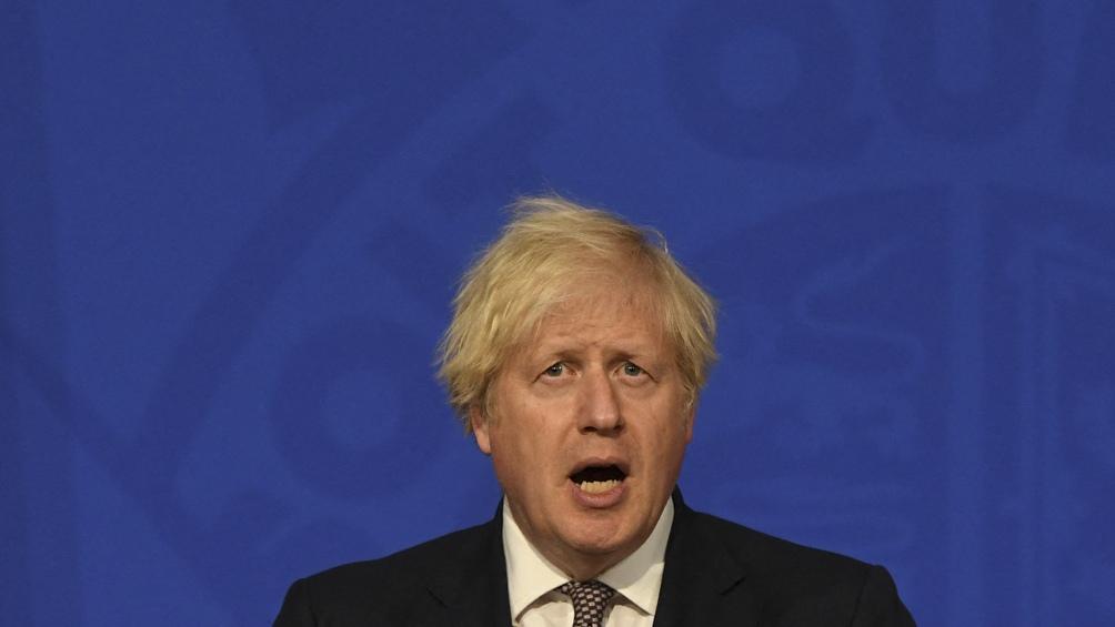 Boris Johnson anunció que el barbijo y el distanciamiento se terminan el 19 de julio. Foto: Télam
